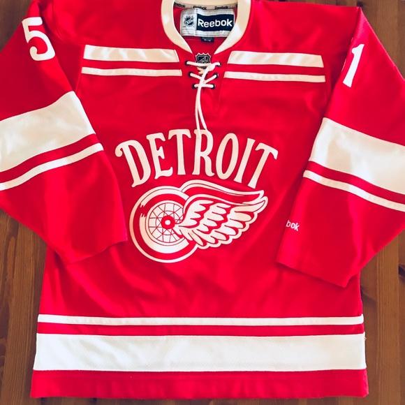 timeless design ca933 adf5b Retro Detroit Red Wings Hockey Jersey